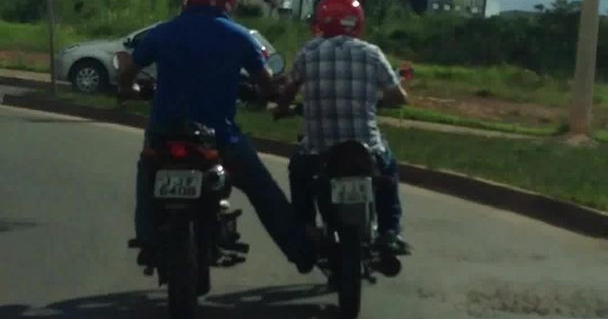 Resultado de imagem para rebocando moto