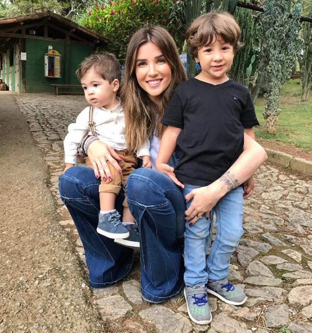 Aline Gotschalg com Lucca e Mateus (Foto: Reprodução/Instagram)