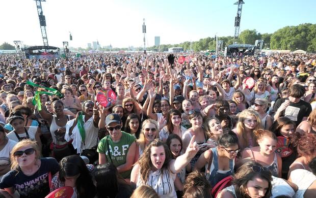 Multidão Hyde Park em Londres (Foto: Agência AFP)