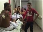 Pacientes esperam por atendimento no corredor de hospital em Araguaína