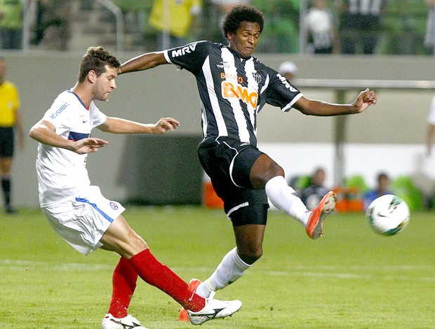 Jô na partida do Atlético-MG contra o Bahia  (Foto: Alisson Gontijo / O Tempo / Futura Press)