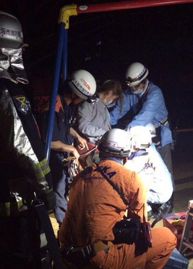 Equipe de resgate foi acionada para retirar mulher de balanço de parque em Osaka, no Japão (Foto: Reprodução/Twitter/yasainetbot)
