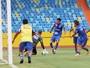 Sintonia e boa estatura: Reginaldo cita trunfos da dupla de zaga do Vila Nova