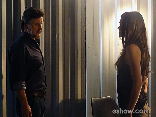 LC flagra Lili falando com Marlon (Foto: Além do Horizonte/TV Globo)