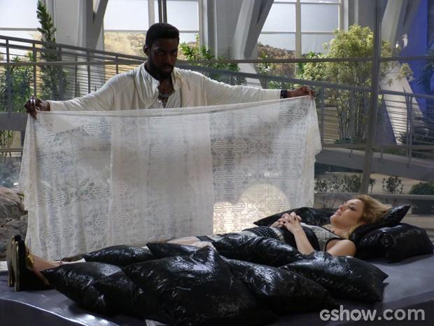 Megan faz a reprogramação com Brian (Foto: Geração Brasil/TV Globo)