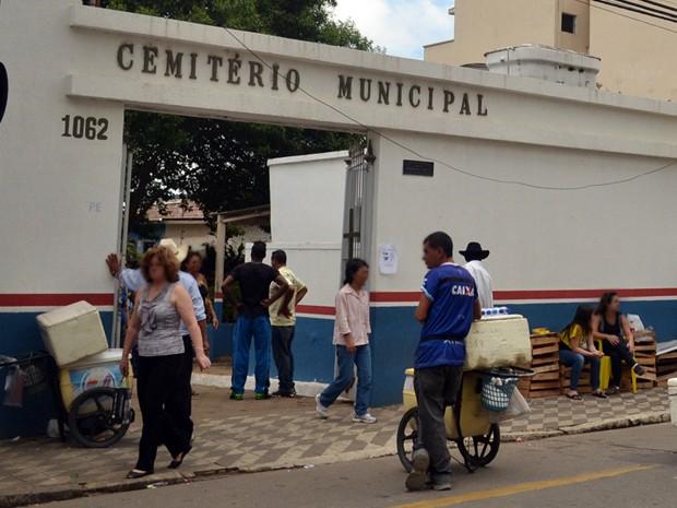 Cemitério Municipal de Pouso Alegre: donos de túmulos agora estão sujeitos a taxa anual de manutenção (Foto: Daniela Ayres/ G1)