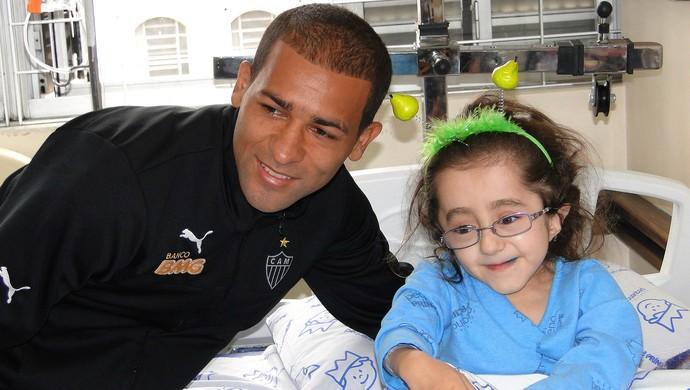 Pierre hospital visita time Atlético-MG (Foto: Léo Simonini)