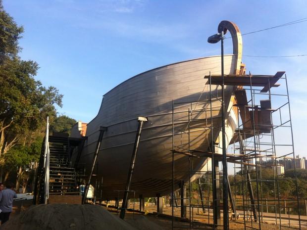 Restauro da caravela está sendo finalizado (Foto: Roberta Steganha/ G1)