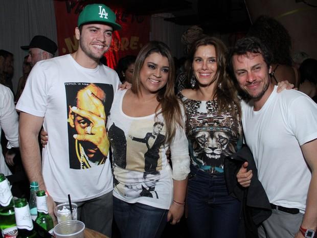 Rodrigo Godoy, Preta Gil, Carolina Dieckmann e Tiago Worcman em festa na Zona Sul do Rio (Foto: Thyago Andrade/ Foto Rio News)