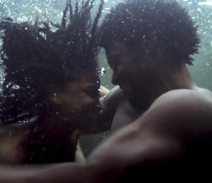 Luana e Saviano em clima de romance (Foto: TV Globo)