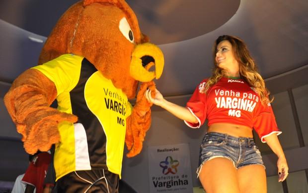Viviane Araújo apresentará uniformes do Boa Esporte. (Foto: Lucas Soares / Globoesporte.com)