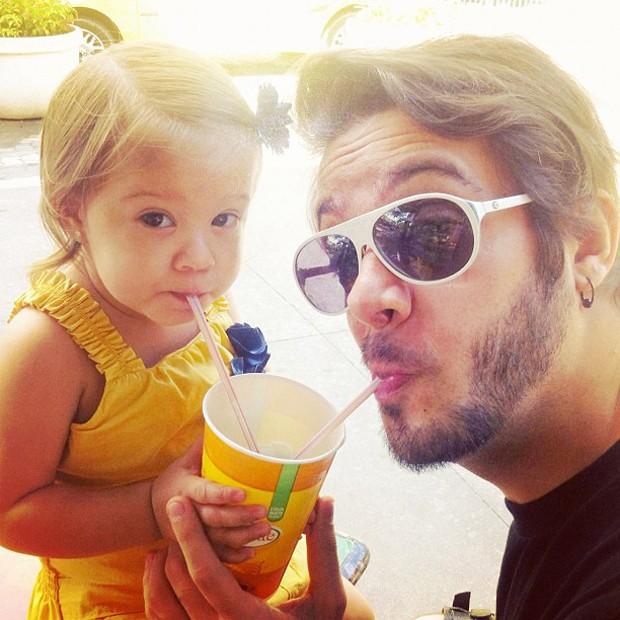 Max Porto e a filha Luna (Foto: Instagram / Reprodução)