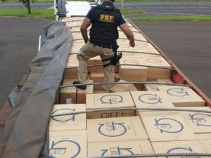 Apreensão Cigarros Prata (Foto: Polícia Rodoviária Federal/Divulgação)