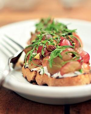 Bruschetta de uva e queijo de cabra (Foto:  )