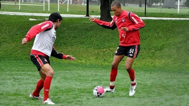 Hernani, meia do Atlético-PR (Foto: Gustavo Oliveira/Site Oficial do Atlético-PR)