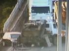 Colisão entre caminhão e carro interrompe trânsito na BR-290, no RS