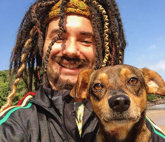 Mustafary reencontra o cachorro Demônio (Foto: Arquivo pessoal)