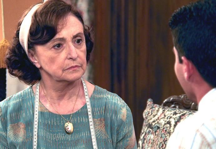 Gerusa ouve o pedido do rapaz (Foto: TV Globo)