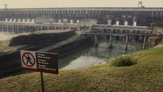 A usina hidrelétrica de Itaipu, em Foz do Iguaçu, Brasil (Foto: Keiny Andrade/LatinContent/Getty Images)