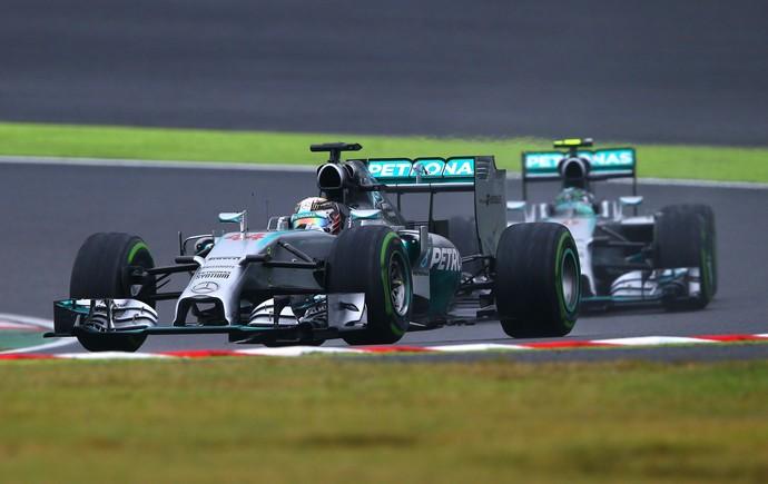 Lewis Hamilton passou Nico Rosberg e venceu o GP do Japão (Foto: Getty Images)