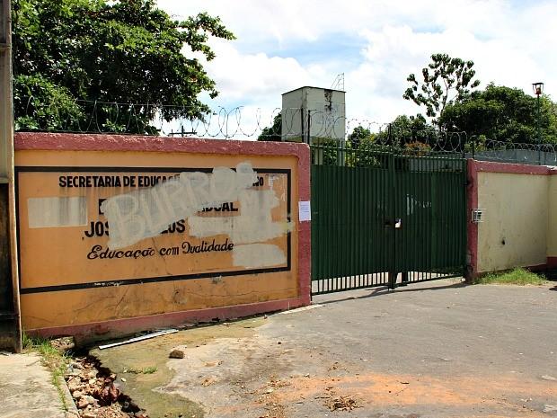 Escola fica localizada na Zona Sul da capital (Foto: Luis Henrique de Oliveira/G1 AM)