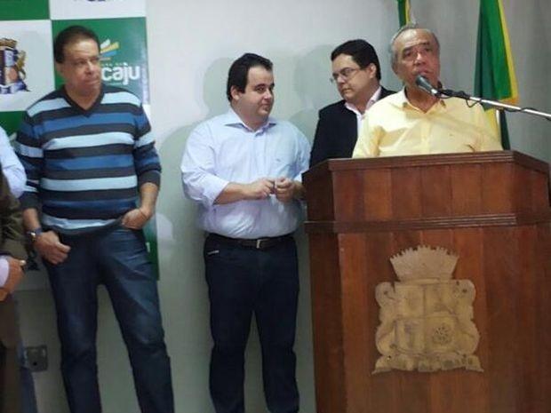 João Alves anuncia reajuste linear de 6,5% para os servidores da PMA (Foto: André Carvalho / PMA)