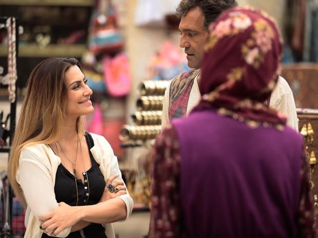 Bianca conversa com Zyah e Sarila (Foto: Salve Jorge/ TV Globo)