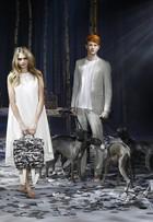 Cara Delevingne desfila na semana de moda de Londres