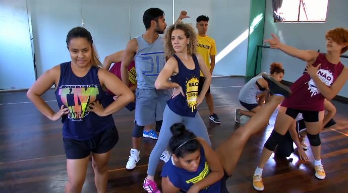 Dançarinos mostram coreografia durante ensaio (Foto: TV Morena)