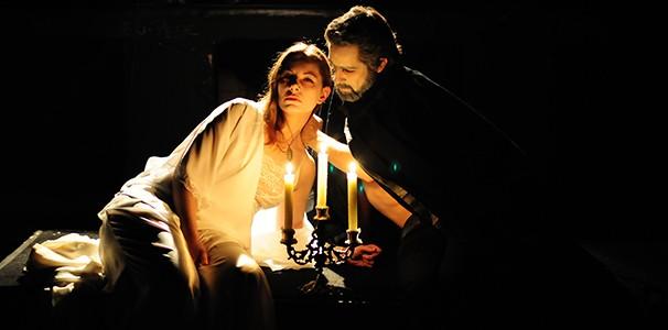 """Cena do espetáculo """"Nosferatu"""", que se apresenta à 0h (Foto: André Stéfano)"""