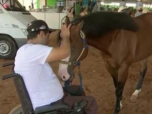 Renato é treinador de cavalos há 15 anos em Itaberá (Foto: Reprodução/TVTEM)