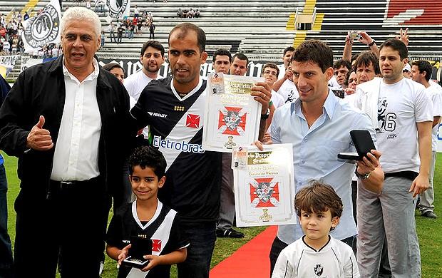 Apresentação Felipe no Vasco Roberto Dinamite e Pedrinho (Foto: Andre Durão / Globoesporte.com)