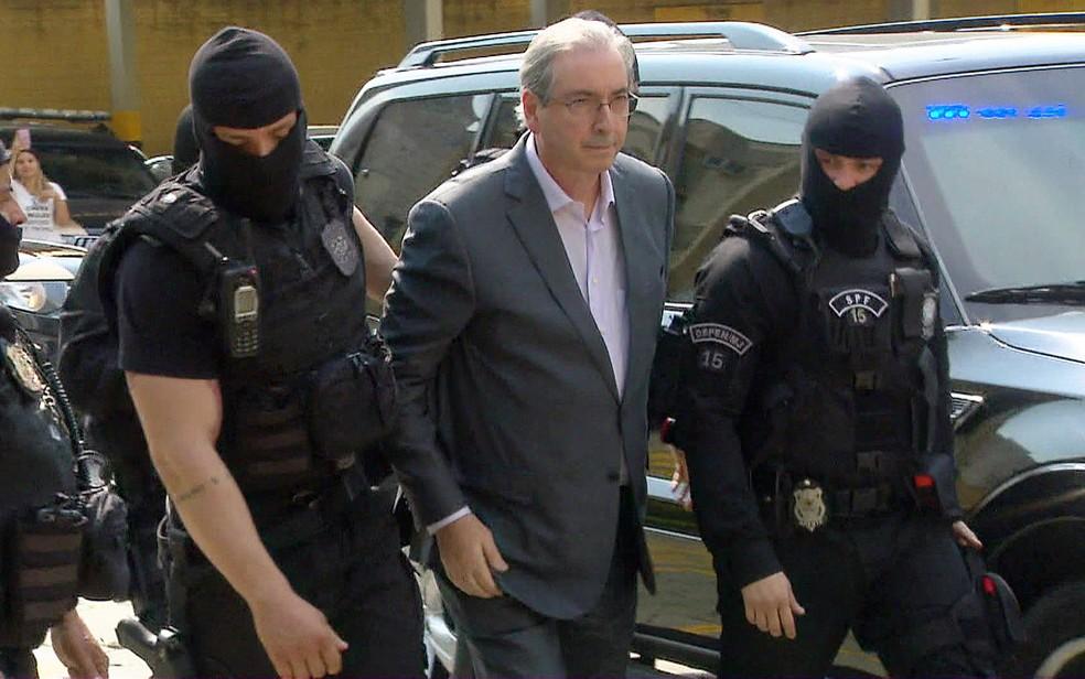 Eduardo Cunha quando fez exame de corpo de delito no IML de Curitiba (Foto: Reprodução/TV Globo)