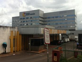 Fachada do Hospital Santa Helena, onde paciente cega teria sido abusada (Foto: Rafaela Céo/G1)