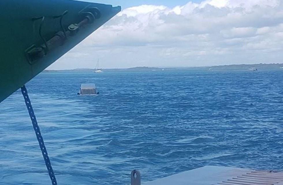Toyota Land Cruiser cai no mar  (Foto: Reprodução)
