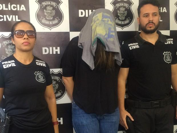 Professora é presa suspeita de matar recém-nascida e esconder corpo por 5 anos, em Goiânia, Goiás (Foto: Reprodução/TV Anhanguera)