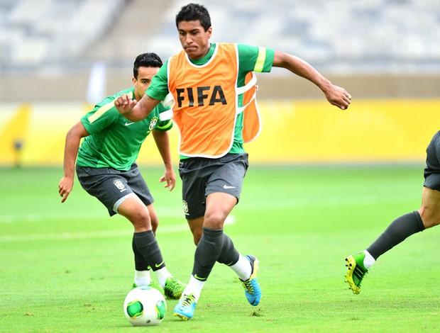 Paulinho Treino Seleção Brasileira Belo Horizonte (Foto: Marcos Ribolli)