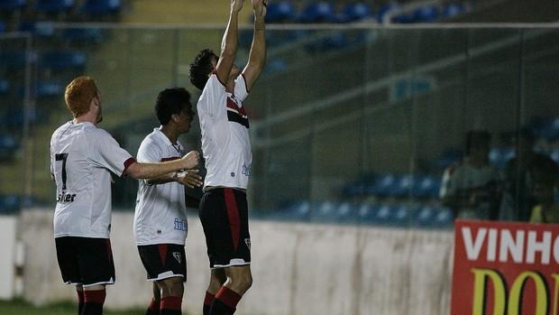 Jogadores do Ferroviário comemoram gol contra o São Benedito (Foto: Kid Júnior/Agência Diário)
