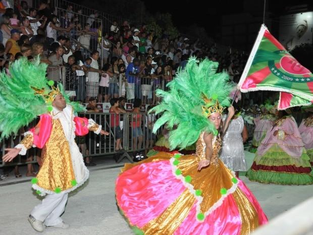 Desfile de agremiação cachoeirense no carnaval passado. (Foto: Divulgação/Prefeitura Municipal de Cachoeiro)