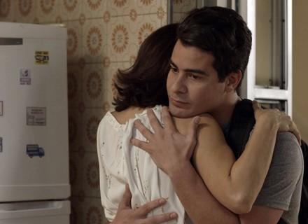 Júlio pede Cíntia em namoro