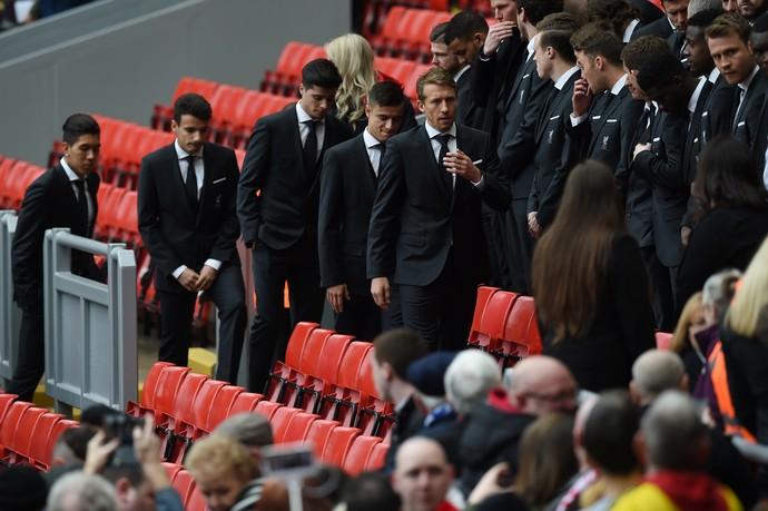 Philippe Coutinho, Roberto Firmino e Lucas Leiva desastre de Hillsborough (Foto: AFP)