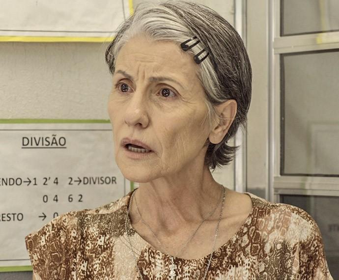Djanira fica sem entender nada (Foto: TV Globo)