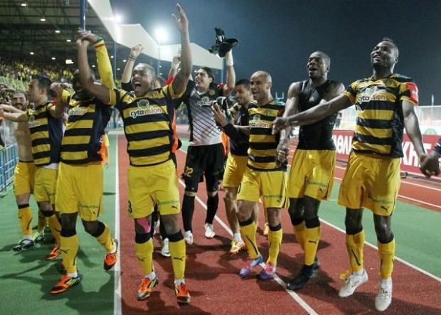 Jogadores do AEL celebram vitória no Campeonato Cipriota (Foto: Reprodução / Site oficial do AEL)