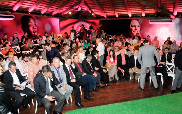 Cerimônia reuniu colorados ilustres (Foto: Alexandre Lops/Inter)