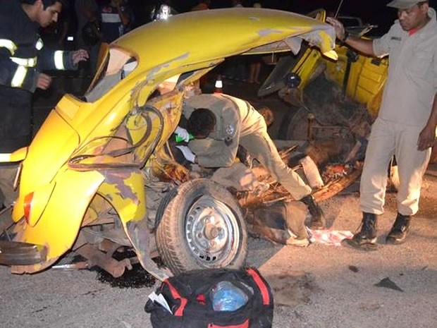 Veículo bateu de frente com caminhonete, segundo o Corpo de Bombeiros. (Foto: MT Notícias)