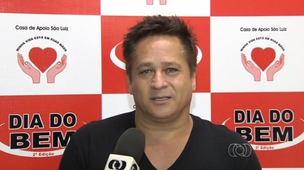 Leonardo faz show com renda revertida a pacientes com câncer (Foto: TV Anhanguera)