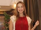 Luana Piovani, 'turbinada', dispensa decote em festa com famosos