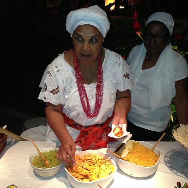 Baianas preparam pratos para os convidados (Foto: Reprodução Instagram)