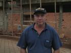 Voluntário ajuda a consertar 20 telhados em seis dias após tornado