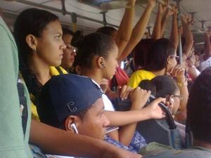 Passageiro registra superlotação em ônibus coletivo de Petrolina (Foto: Mizaella Mara França/ Arquivo pessoal)